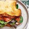 Фото к позиции меню Сендвич и салат