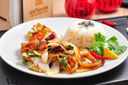 Кальмары с овощами и зирой