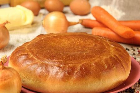 Пирог с морковью и луком