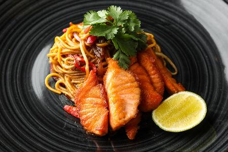 Лапша с лососем
