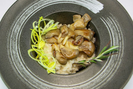 Ризотто с белыми грибами и вешенками