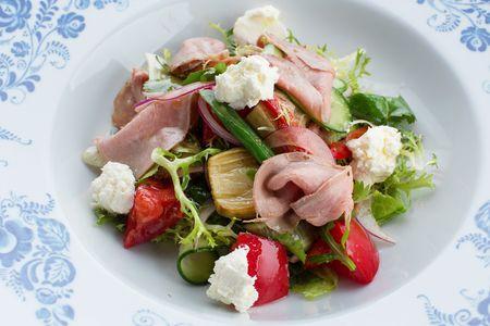Салат из телятины и домашнего сыра