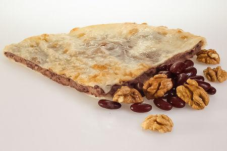 Пирог с фасолью и грецким орехом