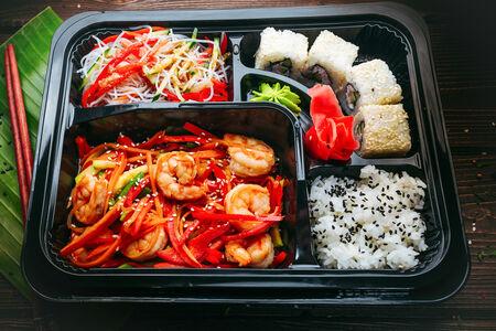 Креветки чили с рисом и овощами микс