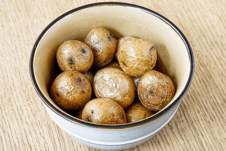 Молодой картофель, обжаренный на топлёном масле
