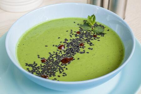 Крем-суп из зелёного горошка с мятой