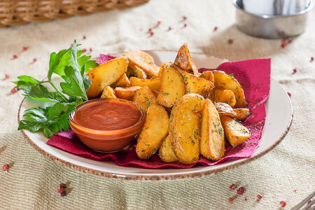 Картофель с томатным соусом