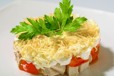 Салат из куриного филе с сыром