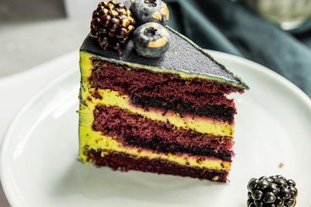 Торт черника-фисташка