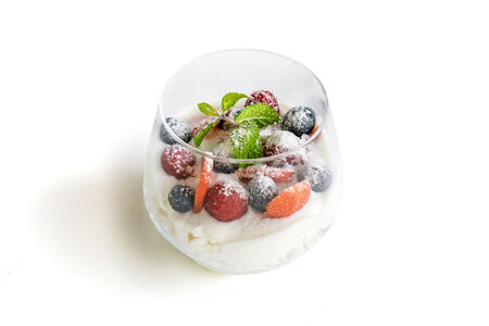 Творог с ягодами