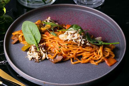 Жареная дунганская лапша с омлетом