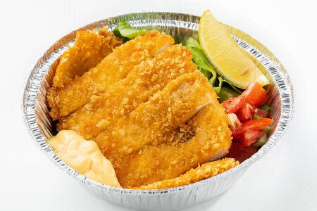 Шницель из куриного филе с салатом