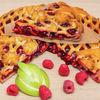 Фото к позиции меню Пирог с малиной и яблоками