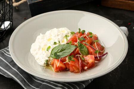 Салат Страчателла с томатами конкассе