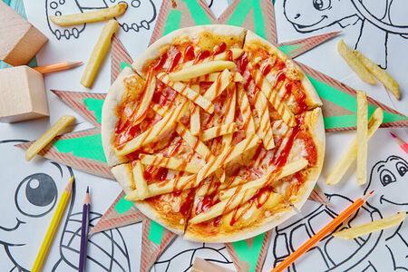 Пицца с беконом, картошкой фри и соусом Барбекю Микеланджело