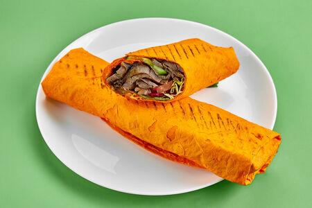Шаурма из листовой говядины в сырном лаваше