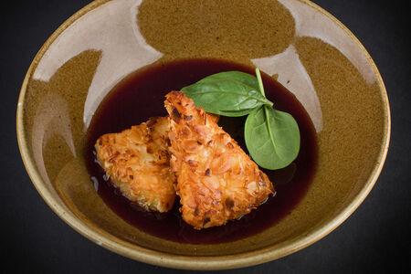 Сулугуни в миндальной  корочке с виноградным соусом