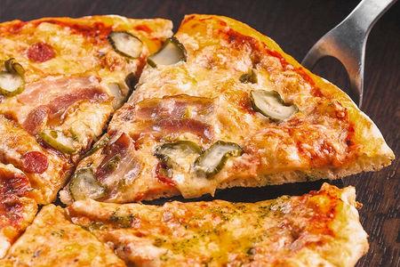 Пицца Мясная с копченостями