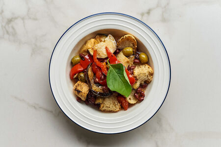 Печеные на гриле овощи со свежим базиликом