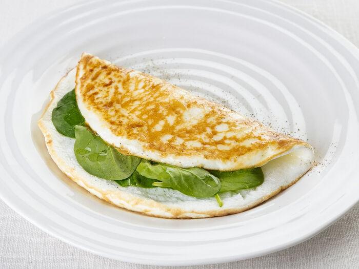 Белковый омлет со шпинатом