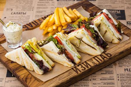 Клаб-сендвич с лососем