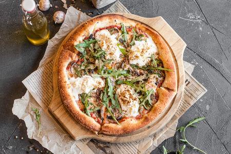 Пицца Грибы с рукколой и страчателлой