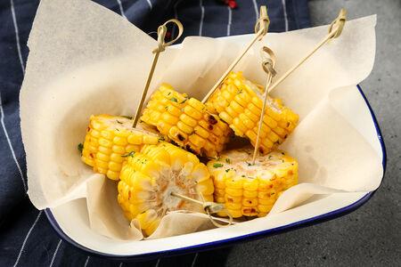 Кукуруза, обоженная на гриле