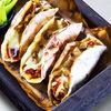 Фото к позиции меню Лепешки с томленым на гриле мясом