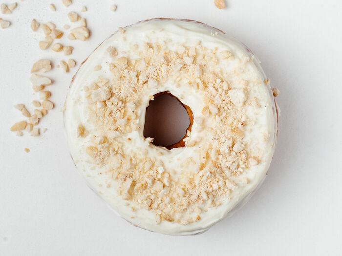 Пончик Кокос-сливки-белый шоколад