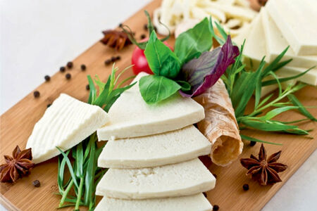 Ассорти молодых сыров