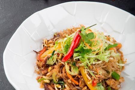Рисовая лапша со свининой Чарсю