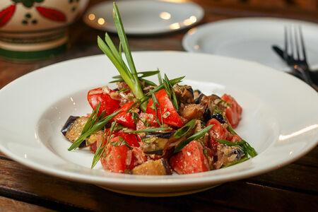 Салат Теплый с телятиной и баклажанами