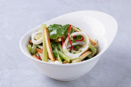 Салат с тофу и кальмаром