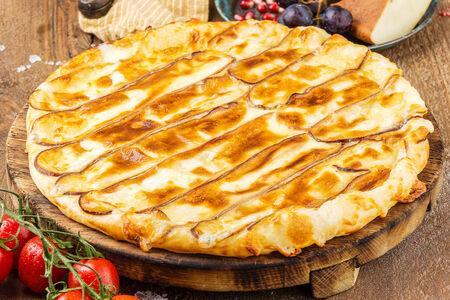 Хачапури с копченым сыром Сулугуни