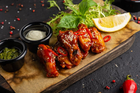 Крылья куриные с соусом