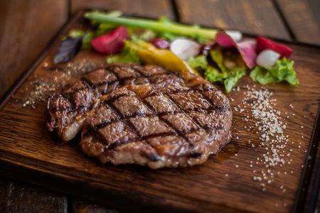 Рибай стейк из мяса бычков зернового откорма