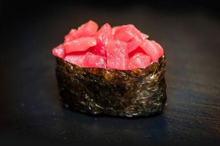 Суши Острый тунец