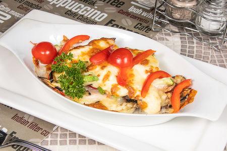 Куриная грудка с овощами под сыром
