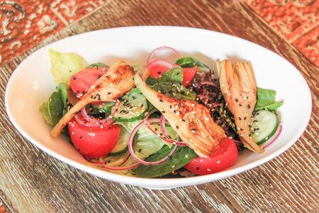 Салат с маринованными артишоками