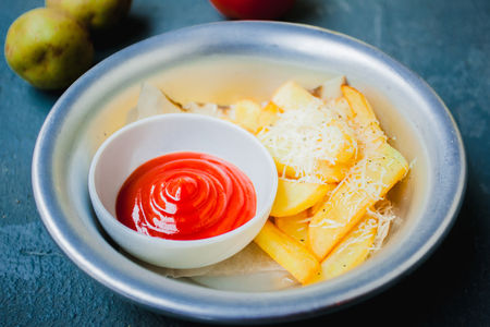 Картофель фри с пармезаном
