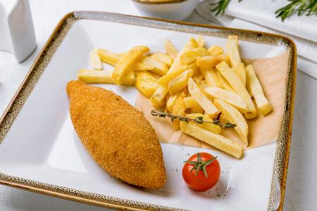 Котлета По-киевски с картофелем фри и соусом Тар-тар