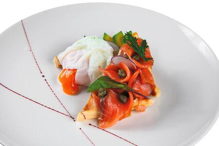 Вафля с лососем