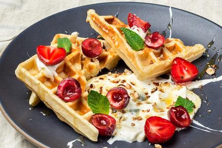 Бельгийские вафли с сезонными ягодами