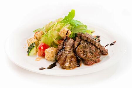 Гриль салат из говяжьей вырезки