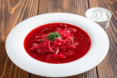 Борщ украинский из телятины со сметаной