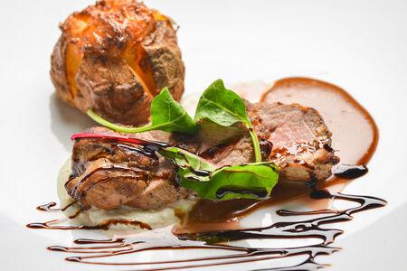 Свиной филей с запеченным картофелем