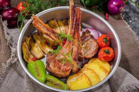 Жаркое из телячьей корейки с овощами по-азербайджански