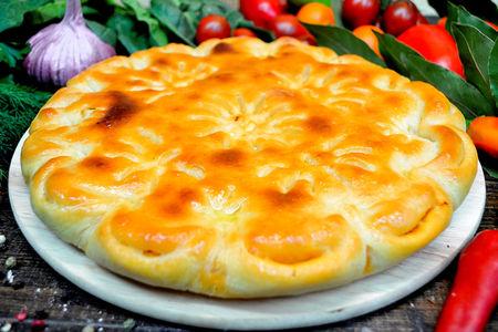 Пирог с тушеной капустой и мясом