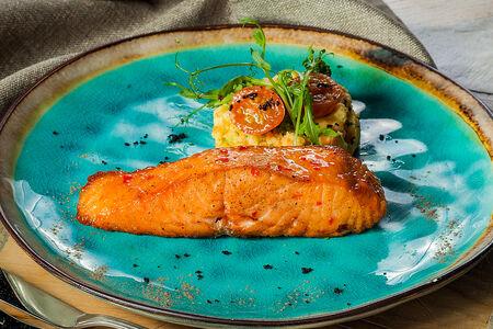 Стейк из лосося с овощным пюре