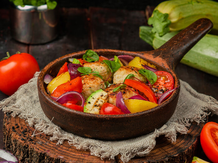 Котлеты из индейки с овощами на углях